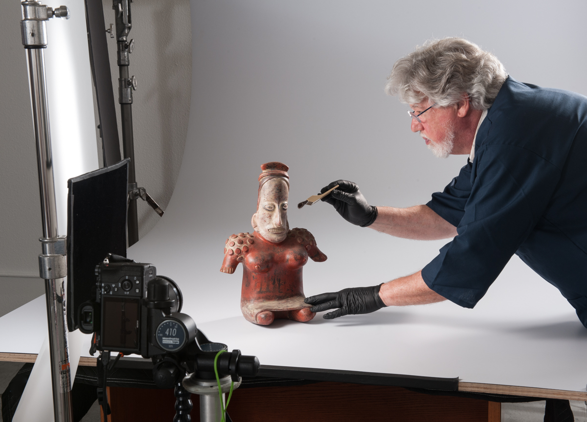 scott miles photographing columbian art